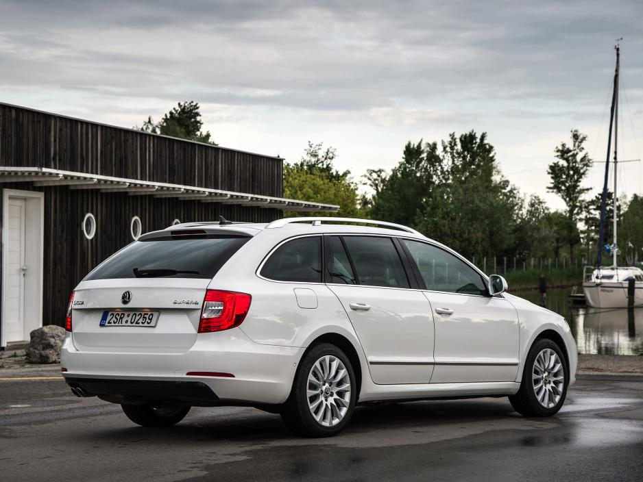 Skoda Superb 1.6 2013 photo - 1