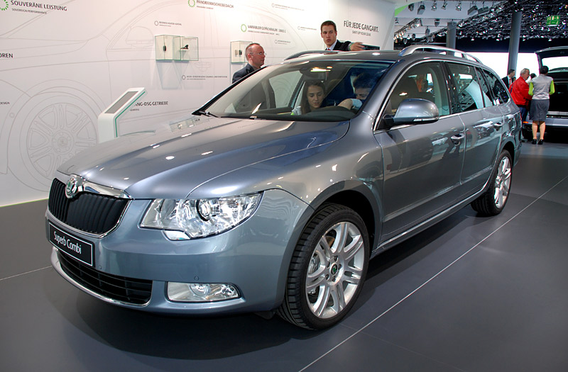 Skoda Superb 2.0 2009 photo - 1