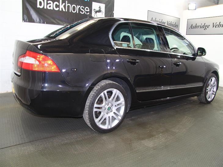 Skoda Superb 2.0 2009 photo - 6