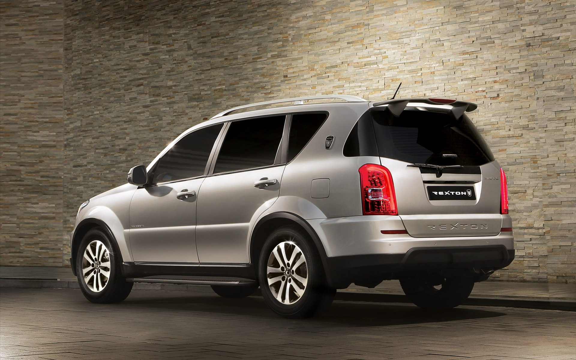 SsangYong Rexton 2.7 2014 photo - 1