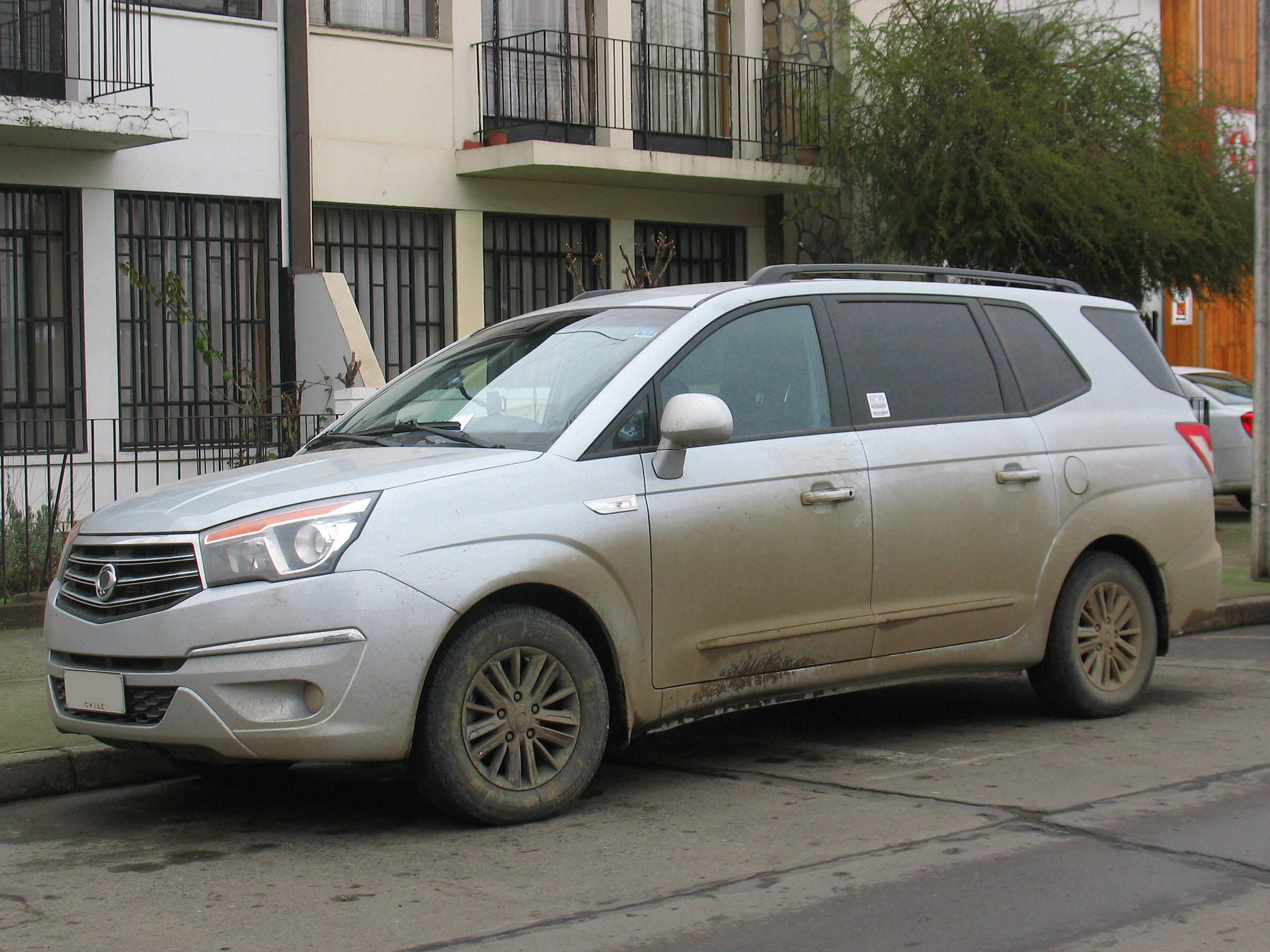 SsangYong Stavic 2.0 2013 photo - 1