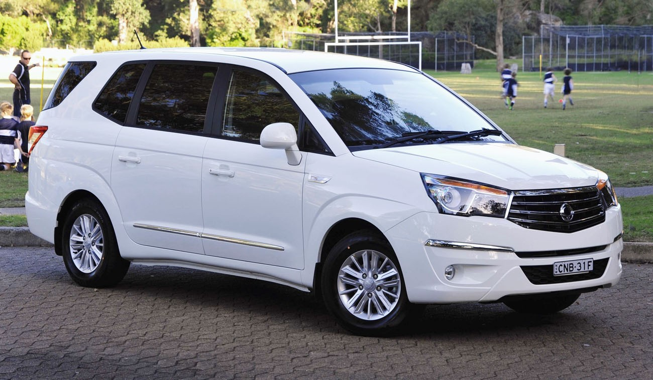 SsangYong Stavic 2.0 2013 photo - 11