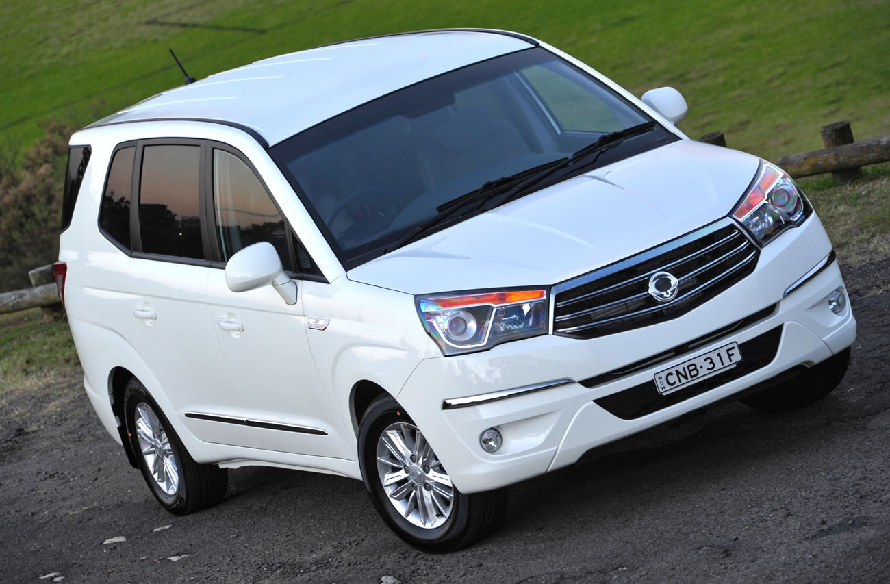 SsangYong Stavic 2.0 2013 photo - 2