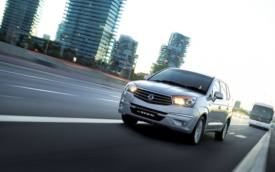 SsangYong Stavic 2.0 2013 photo - 7
