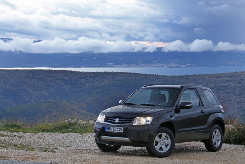 Suzuki Grand Vitara 2.4 2012 photo - 12