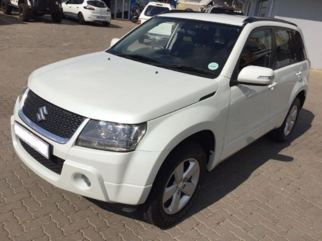 Suzuki Grand Vitara 2.4 2012 photo - 2