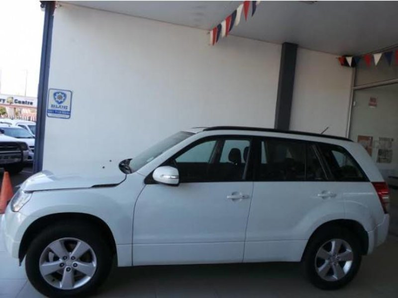 Suzuki Grand Vitara 2.4 2012 photo - 8
