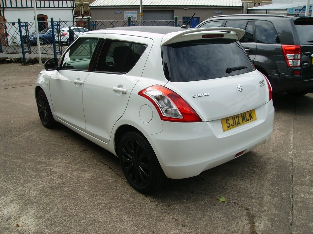 Suzuki Swift 1.2 2012 photo - 10
