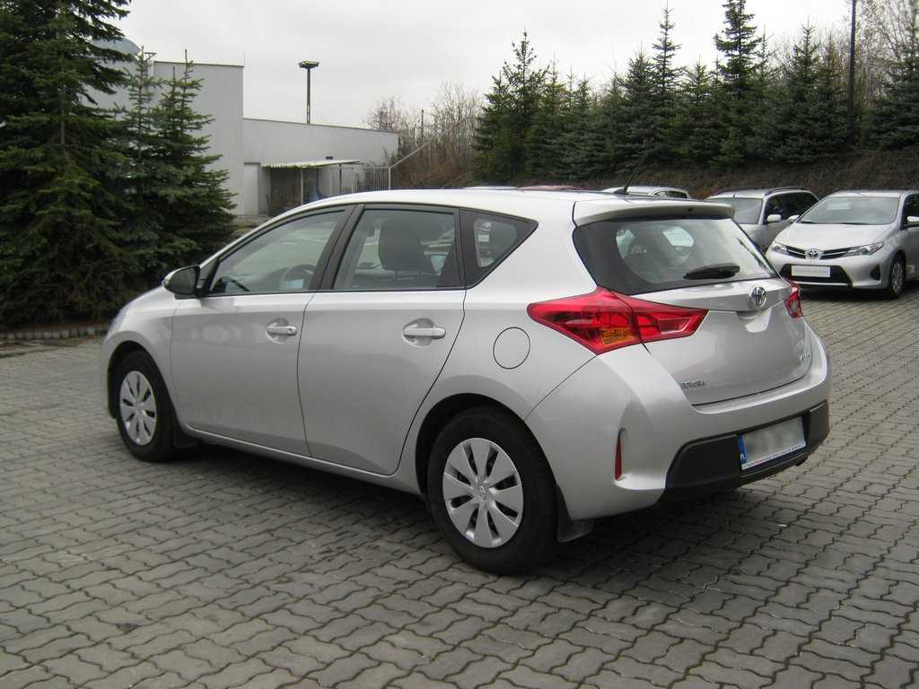 Toyota Auris 1.6 2013 photo - 11