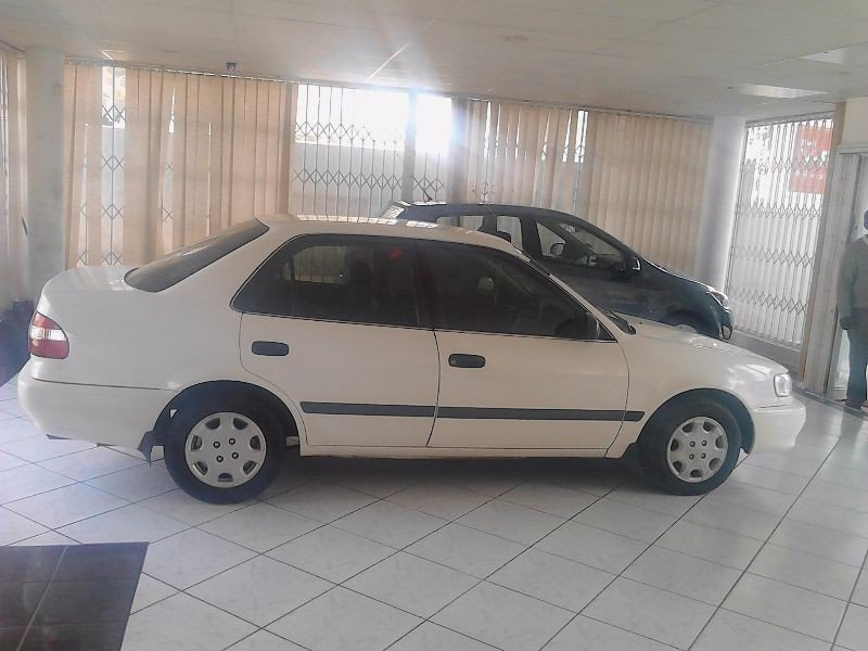 Toyota Corolla 1.3 2001 photo - 2