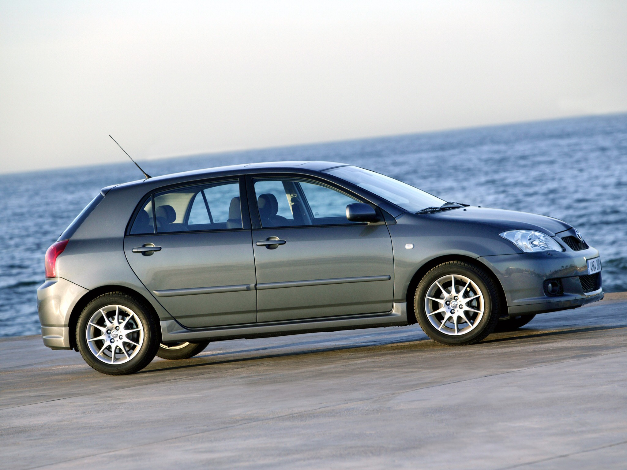 Toyota Corolla 2.2 2004 photo - 10