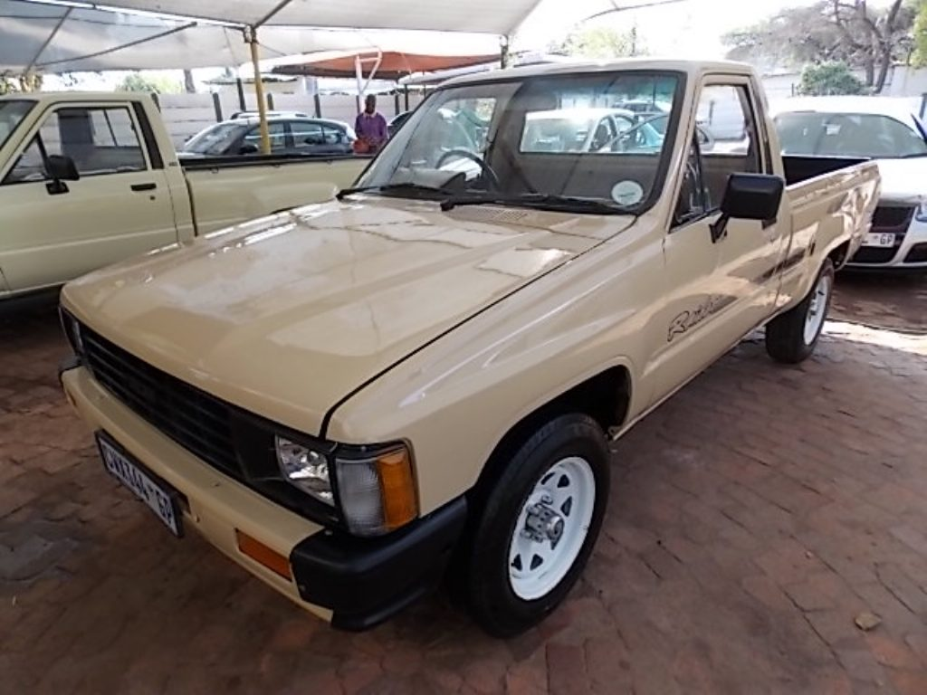 Toyota Hilux 2.4 1986 photo - 2