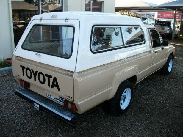 Toyota Hilux 2.4 1986 photo - 3