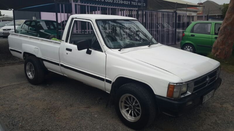 Toyota Hilux 2.4 1987 photo - 1