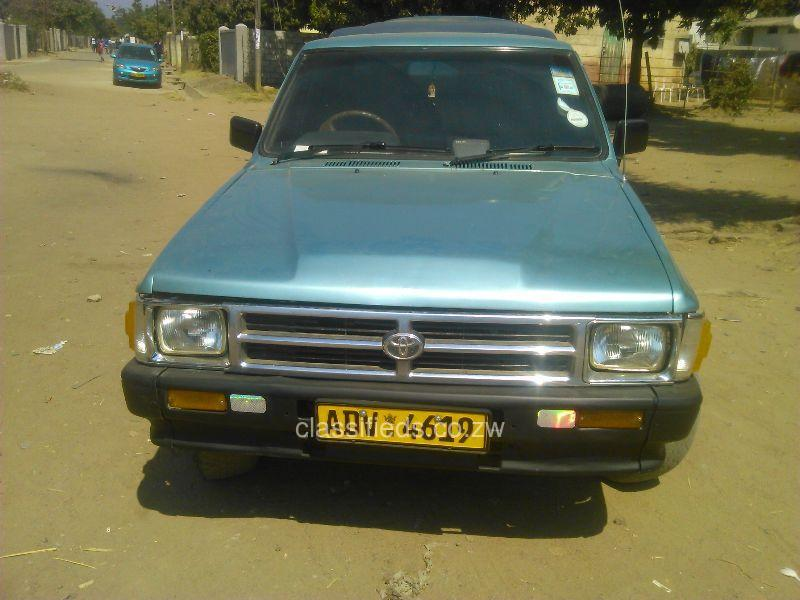 Toyota Hilux 2.4 1989 photo - 3