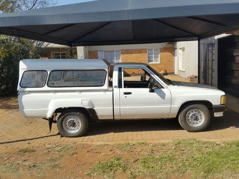 Toyota Hilux 2.4 1991 photo - 1