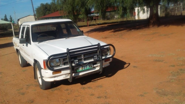 Toyota Hilux 2.4 1991 photo - 3