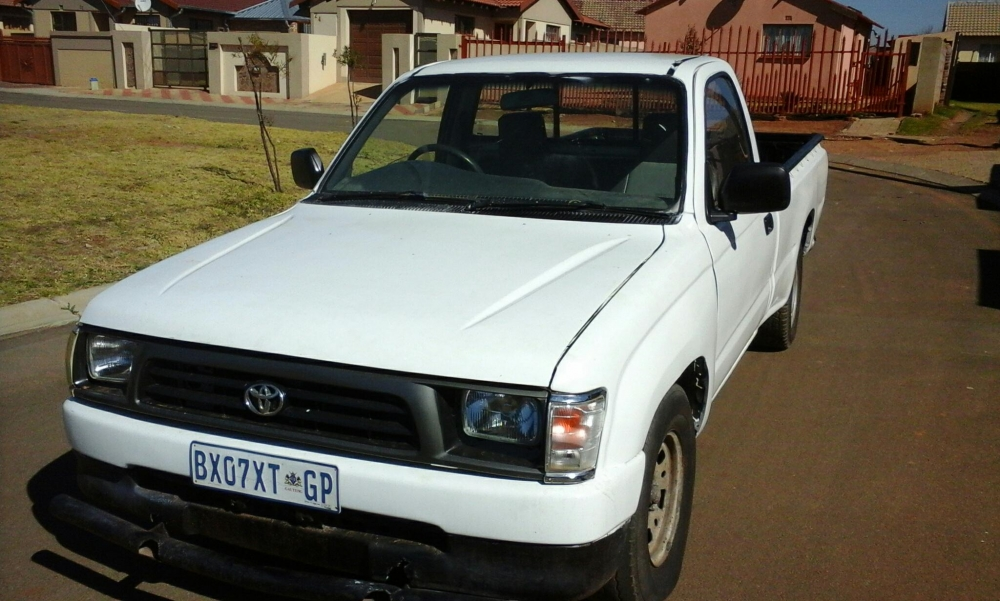 Toyota Hilux 2.4 1999 photo - 1
