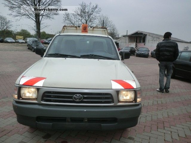 Toyota Hilux 2.4 1999 photo - 10
