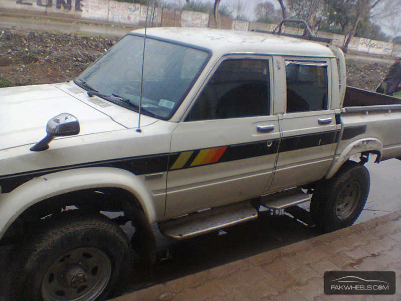 Toyota Hilux 2.5 1983 photo - 2
