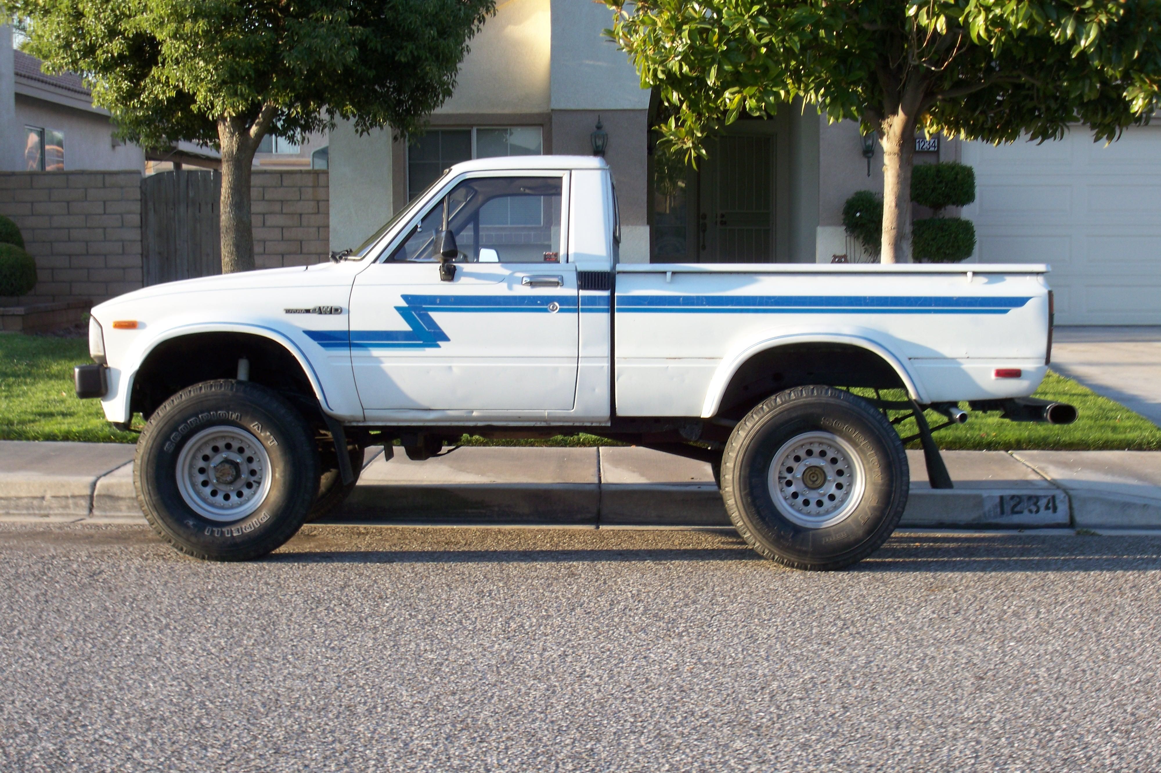 Toyota Hilux 2.5 1983 photo - 7