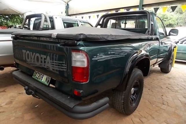 Toyota Hilux 2.7 1999 photo - 2