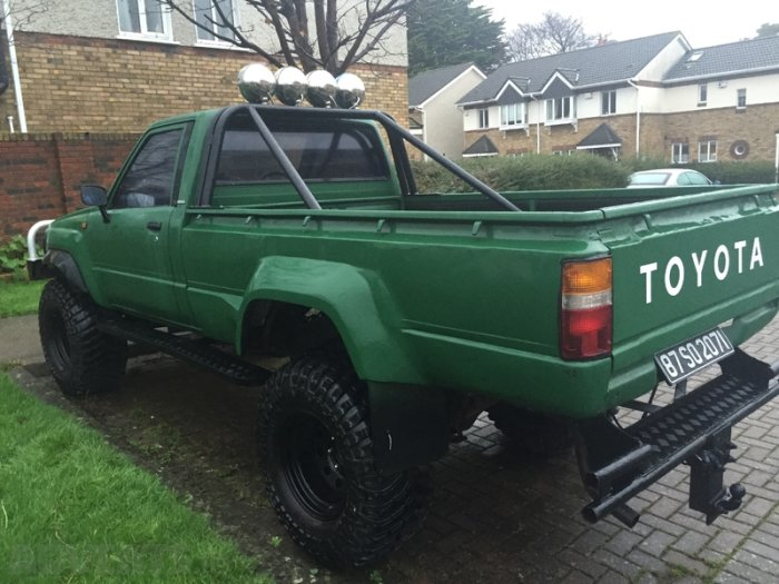 Toyota Hilux 3.0 1987 photo - 1