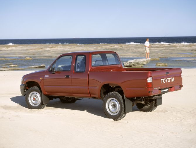 Toyota Hilux 3.4 2001 photo - 9