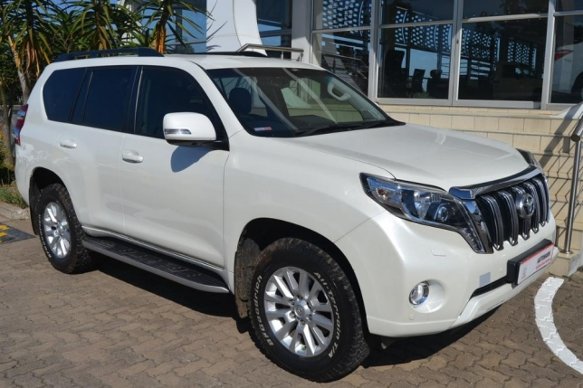 Toyota Land Cruiser Prado 3.0 2014 photo - 9