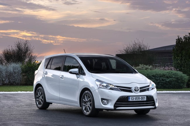 Toyota Verso 1.6 2013 photo - 11