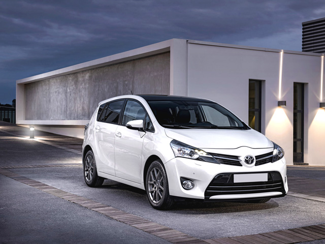 Toyota Verso 1.6 2013 photo - 12