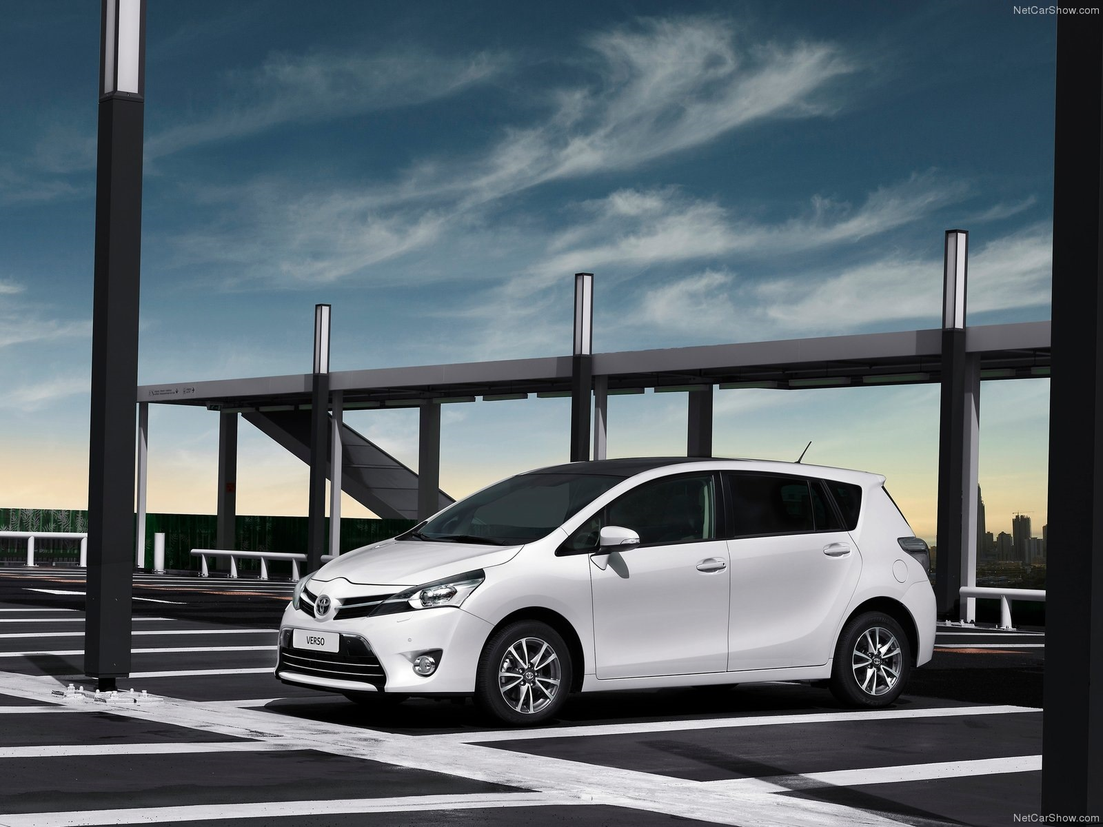Toyota Verso 1.6 2013 photo - 2