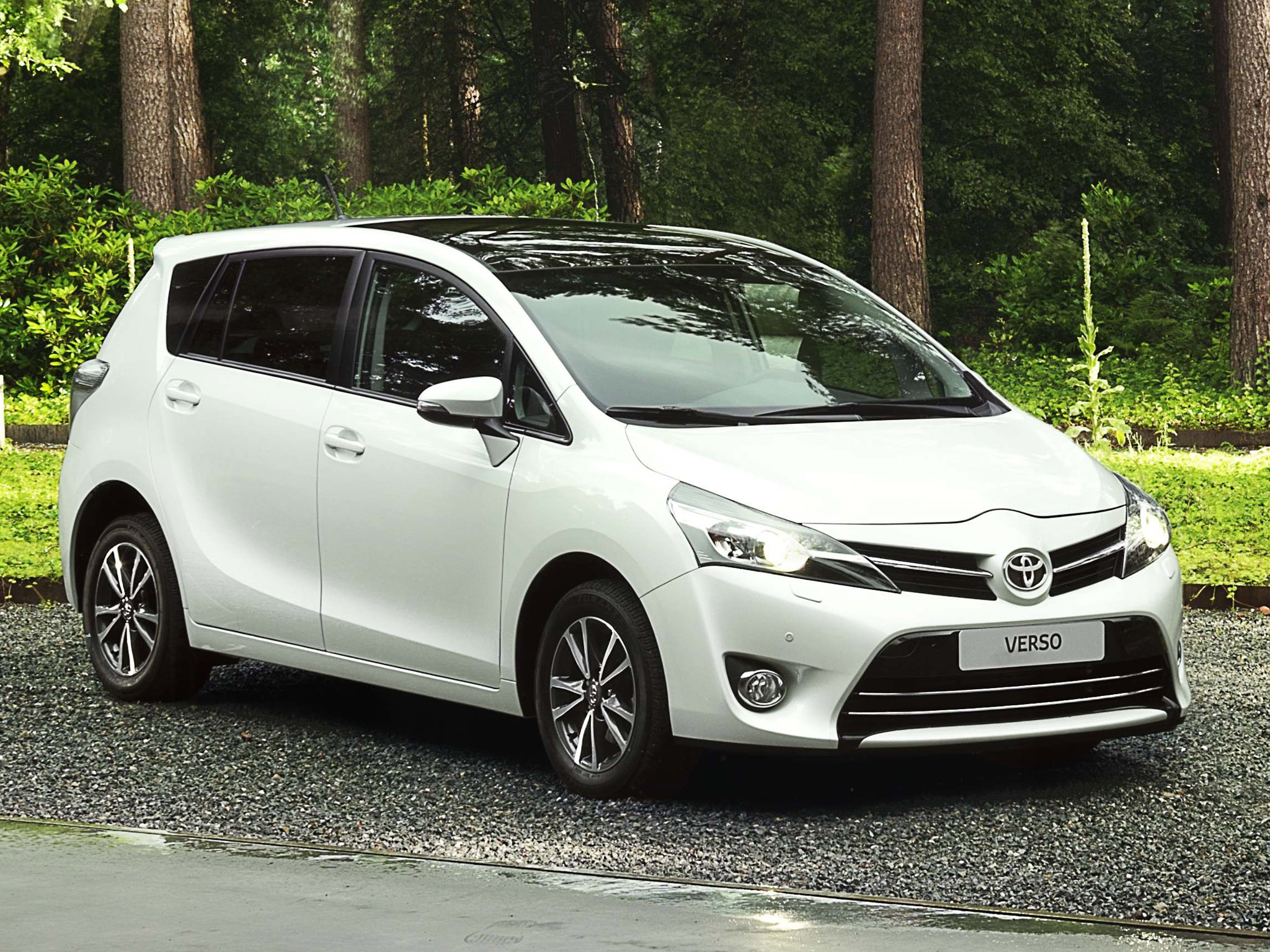 Toyota Verso 1.6 2013 photo - 9