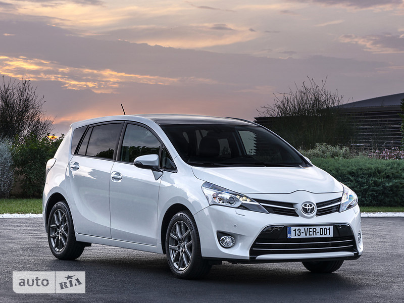 Toyota Verso 1.8 2013 photo - 12