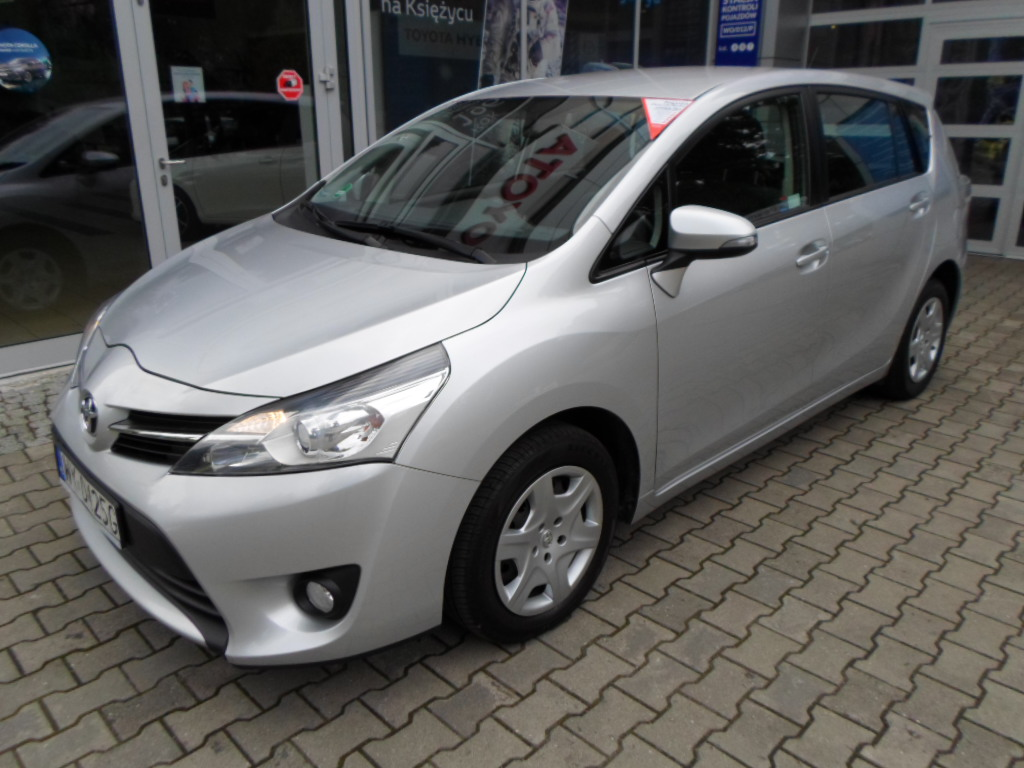 Toyota Verso 2.0 2013 photo - 1