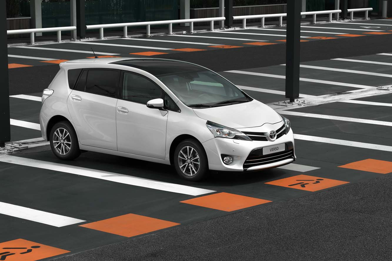 Toyota Verso 2.0 2013 photo - 7