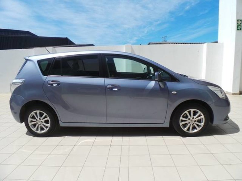 Toyota Verso 2.2 2011 photo - 10