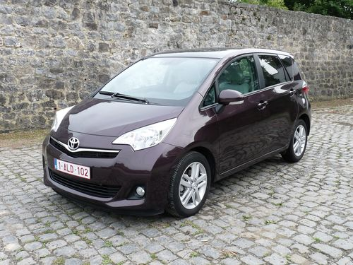 Toyota Verso 2.2 2011 photo - 11