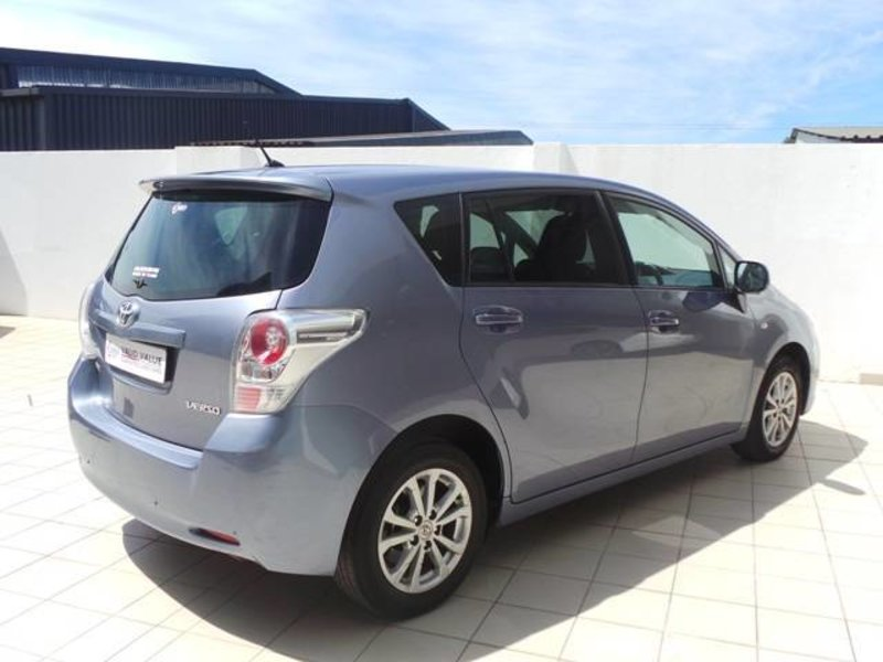 Toyota Verso 2.2 2011 photo - 8