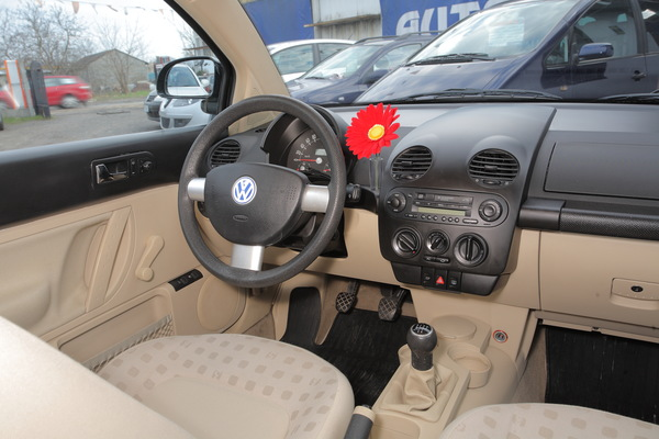 Volkswagen Beetle 2.0 2010 photo - 4