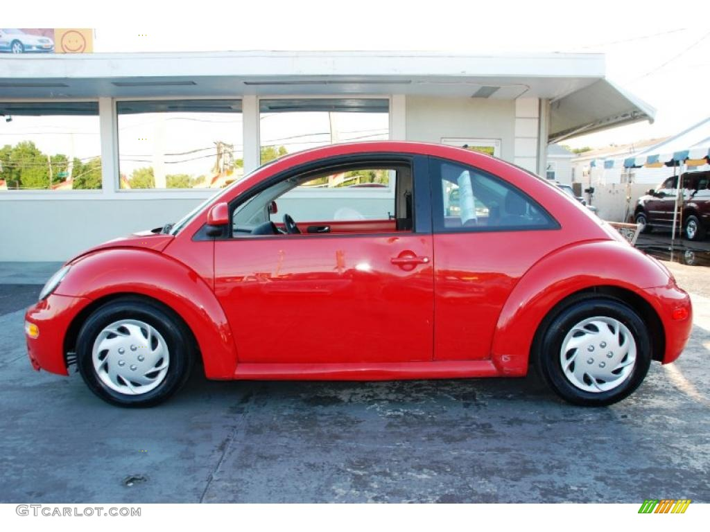 Volkswagen Beetle 2.0 2010 photo - 6