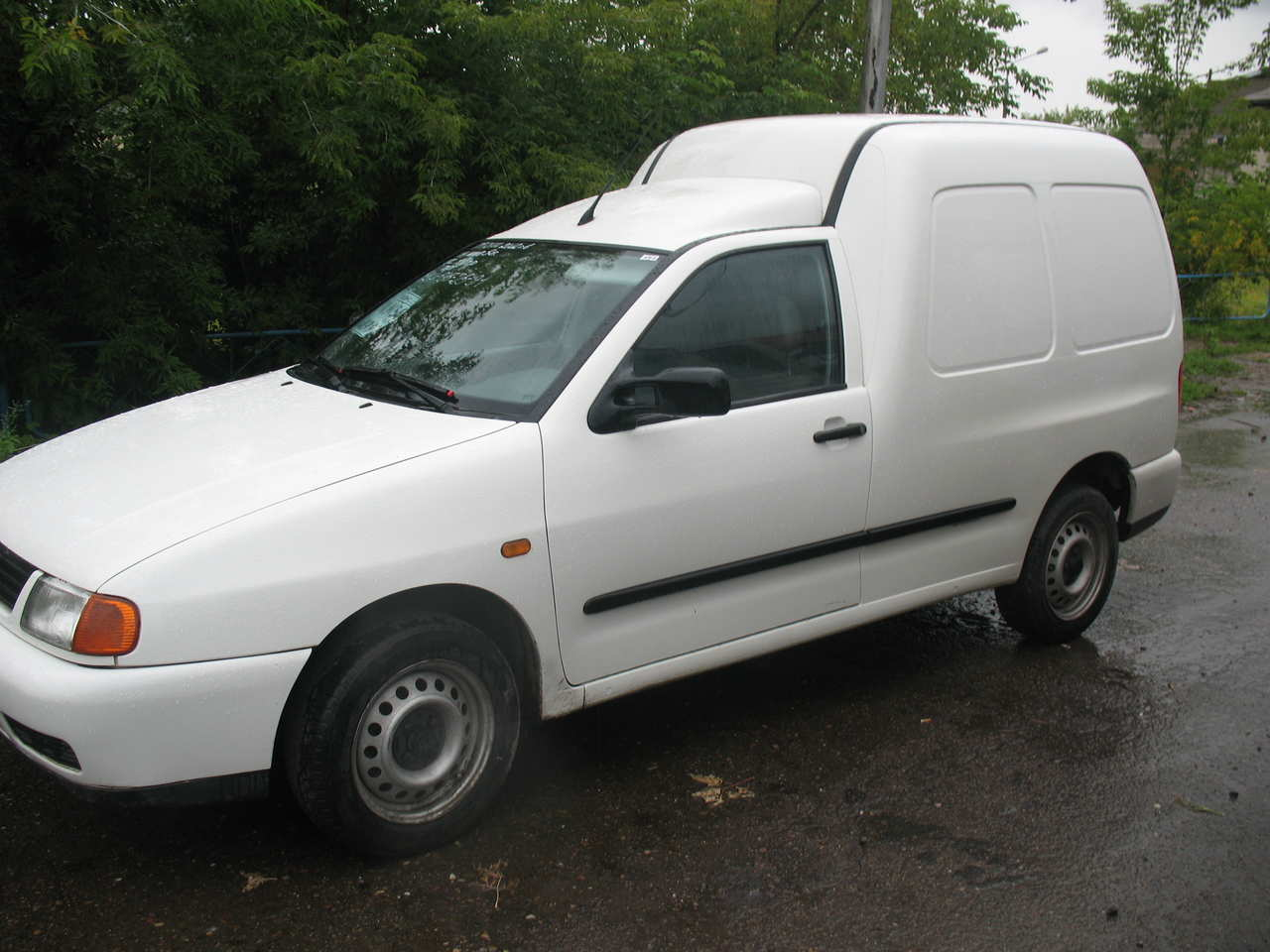Volkswagen Caddy 1.9 2005 photo - 11