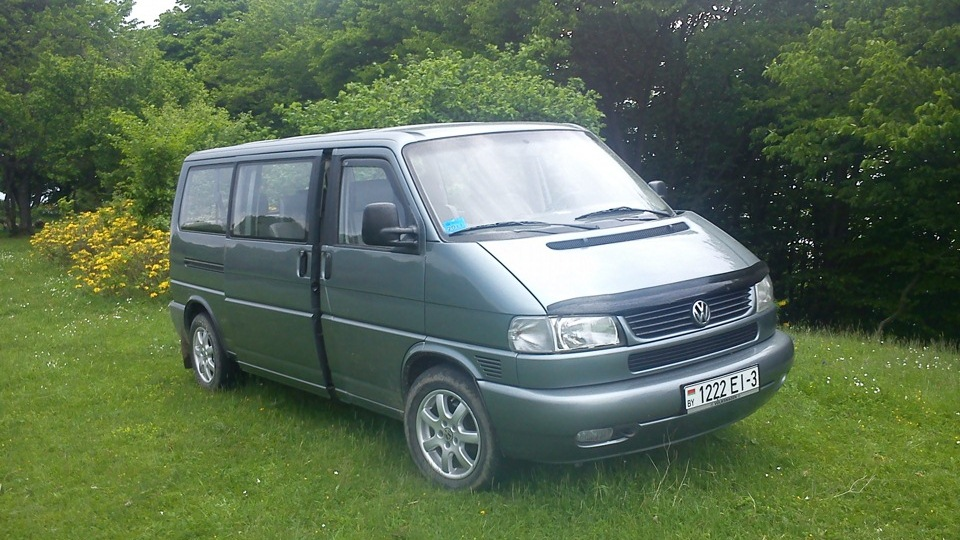 Volkswagen Caravelle 1.9 1999 photo - 2