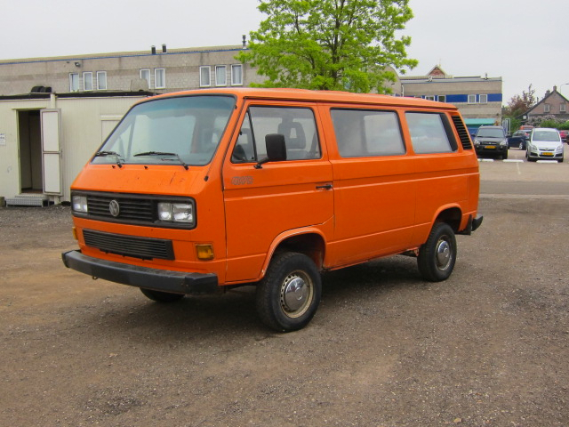 Volkswagen Caravelle 1.9 2000 photo - 12
