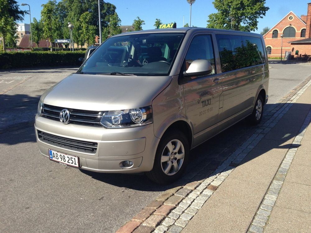 Volkswagen Caravelle 2.0 2002 photo - 3