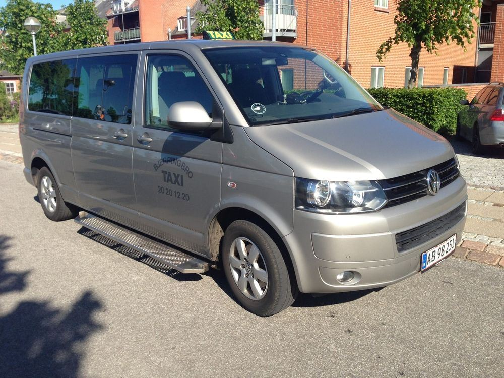 Volkswagen Caravelle 2.0 2002 photo - 6