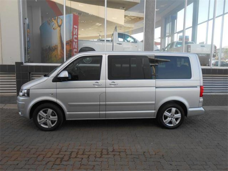 Volkswagen Caravelle 2.0 2011 photo - 2