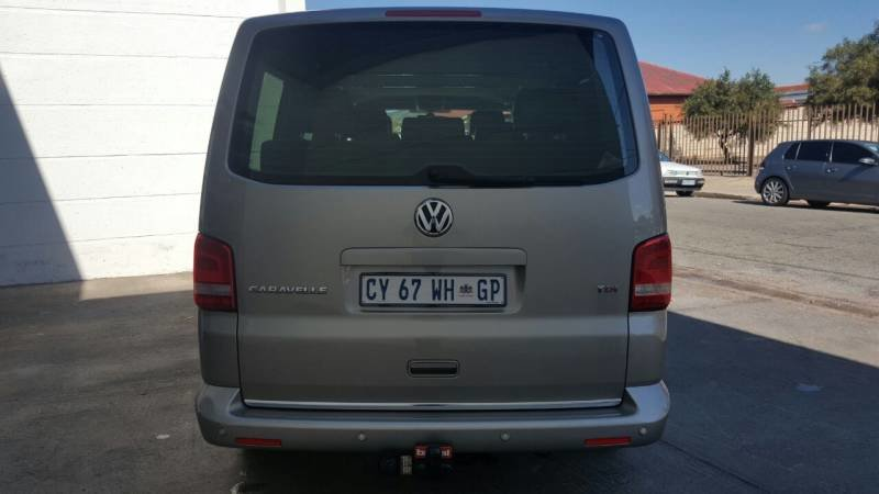 Volkswagen Caravelle 2.0 2011 photo - 9