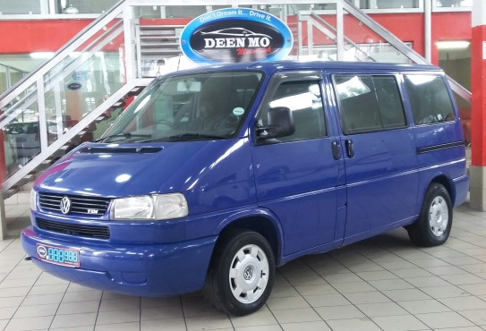 Volkswagen Caravelle 2.5 2003 photo - 1