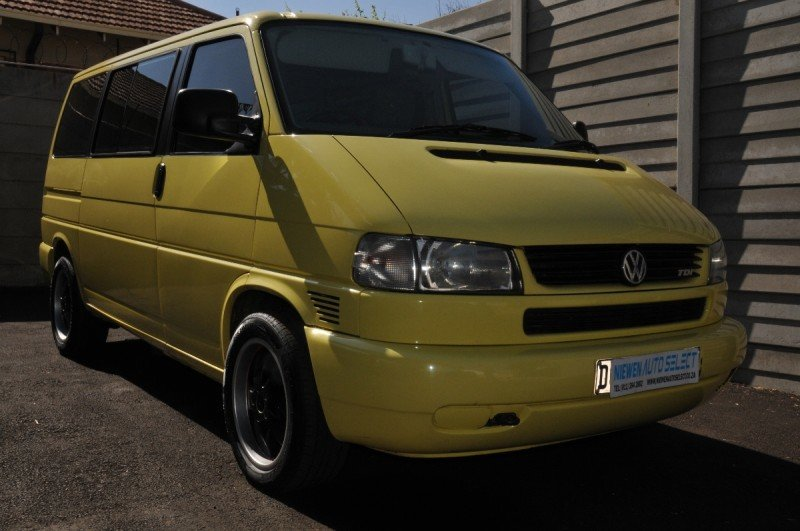 Volkswagen Caravelle 2.5 2003 photo - 10